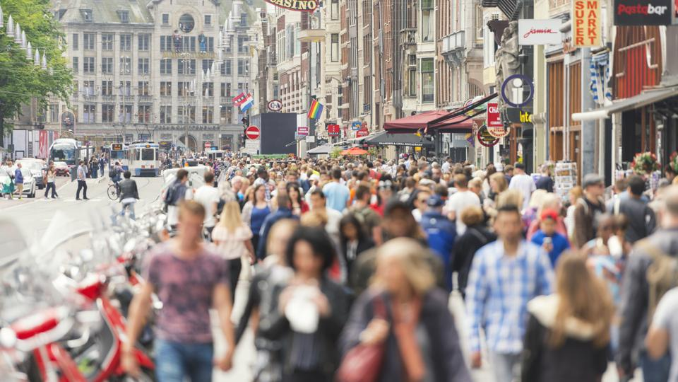 Amsterdam Damrak road full of tourists pre-corona crisis