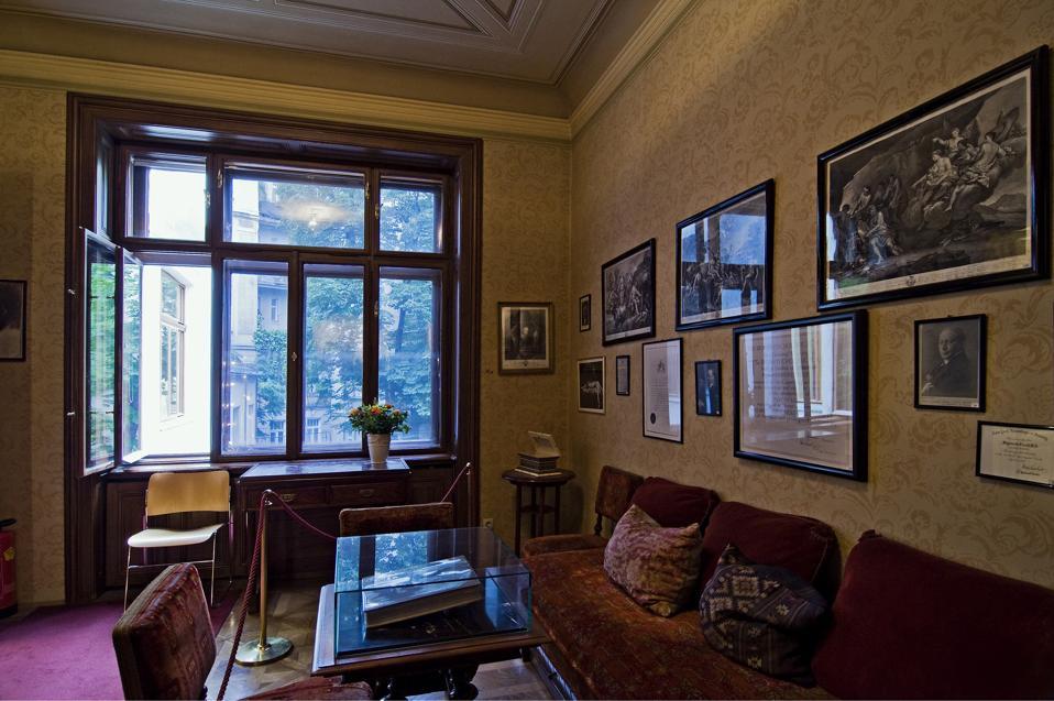 Freud's Waiting Room In The Sigmund Freud Museum In Berggasse 19