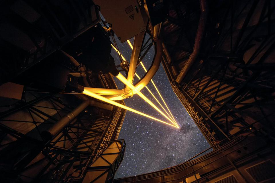 First light, on April 26, 2016, of the 4LGSF (4 Laser Guide Star Facility).