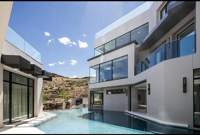 M OnLine Auctions Estate Sales