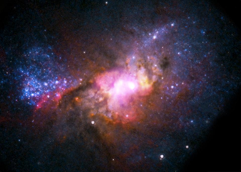 Eine zwergsternförmige Galaxie etwa 30 Millionen Lichtjahre von der Erde entfernt.