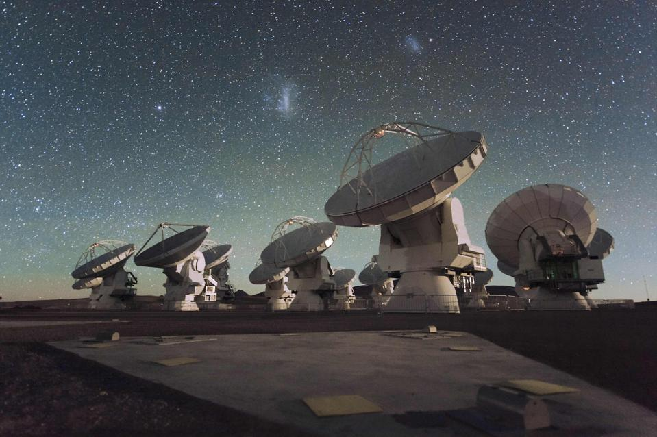 The Atacama Large Millimetre/submillimetre Array, with the Magellanic clouds overhead.