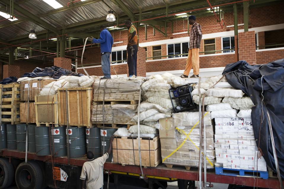 Zambia - Life on the border - A customs inpection