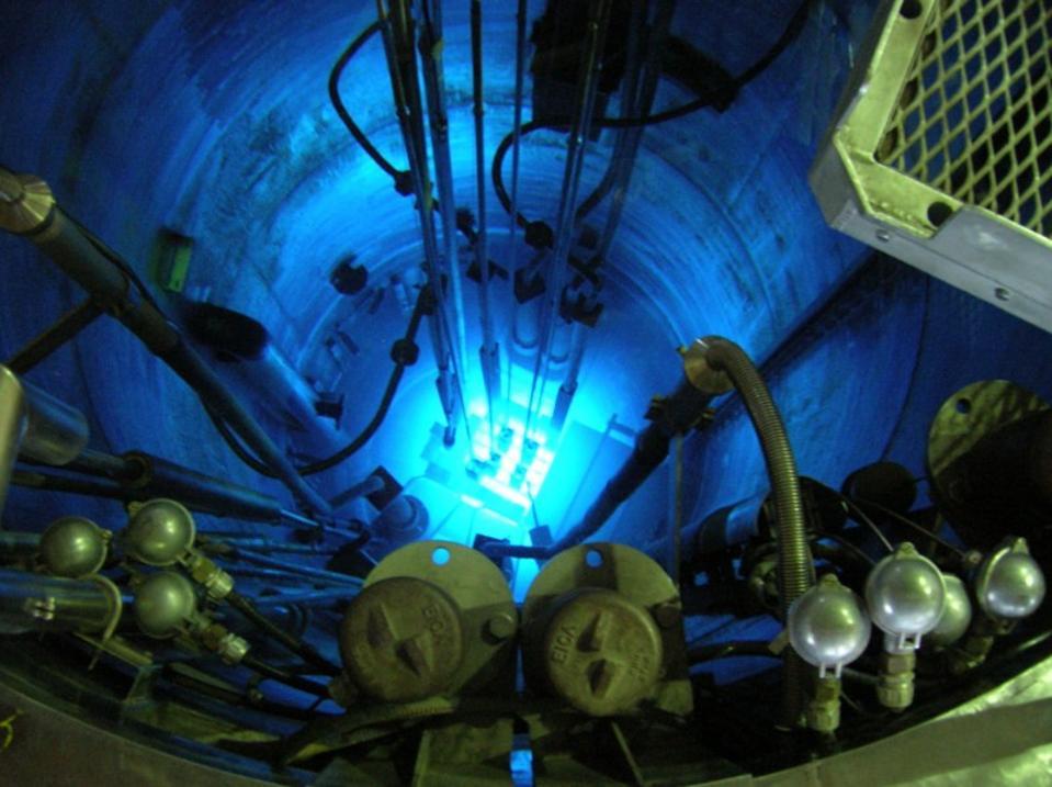 Reactor nuclear experimental RA-6 (Republica Argentina 6), en marcha.