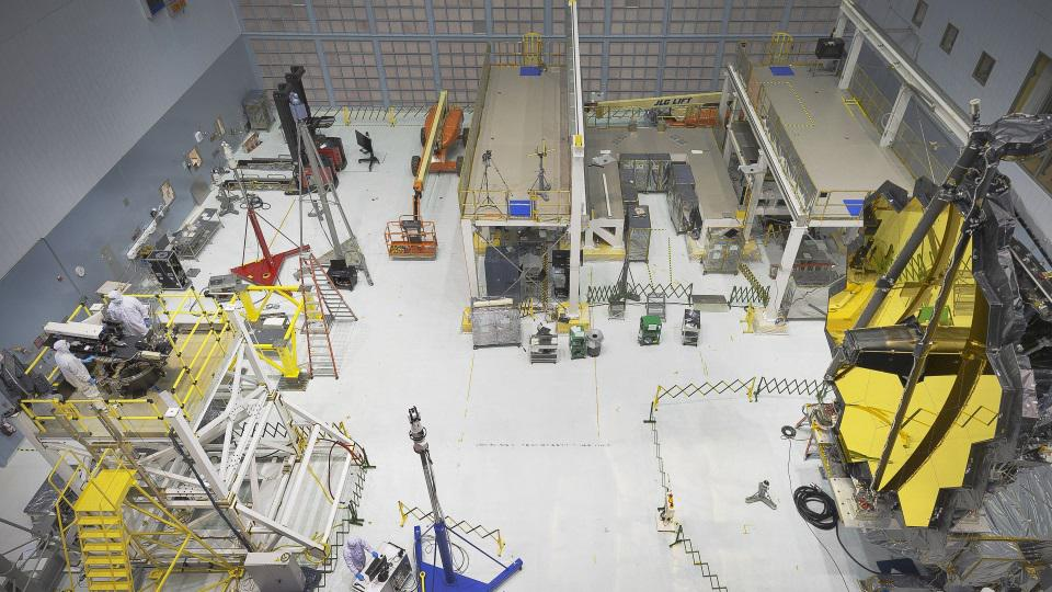 Mirror test in the clean room of JWST in NASA's Goddard Space Flight Center.