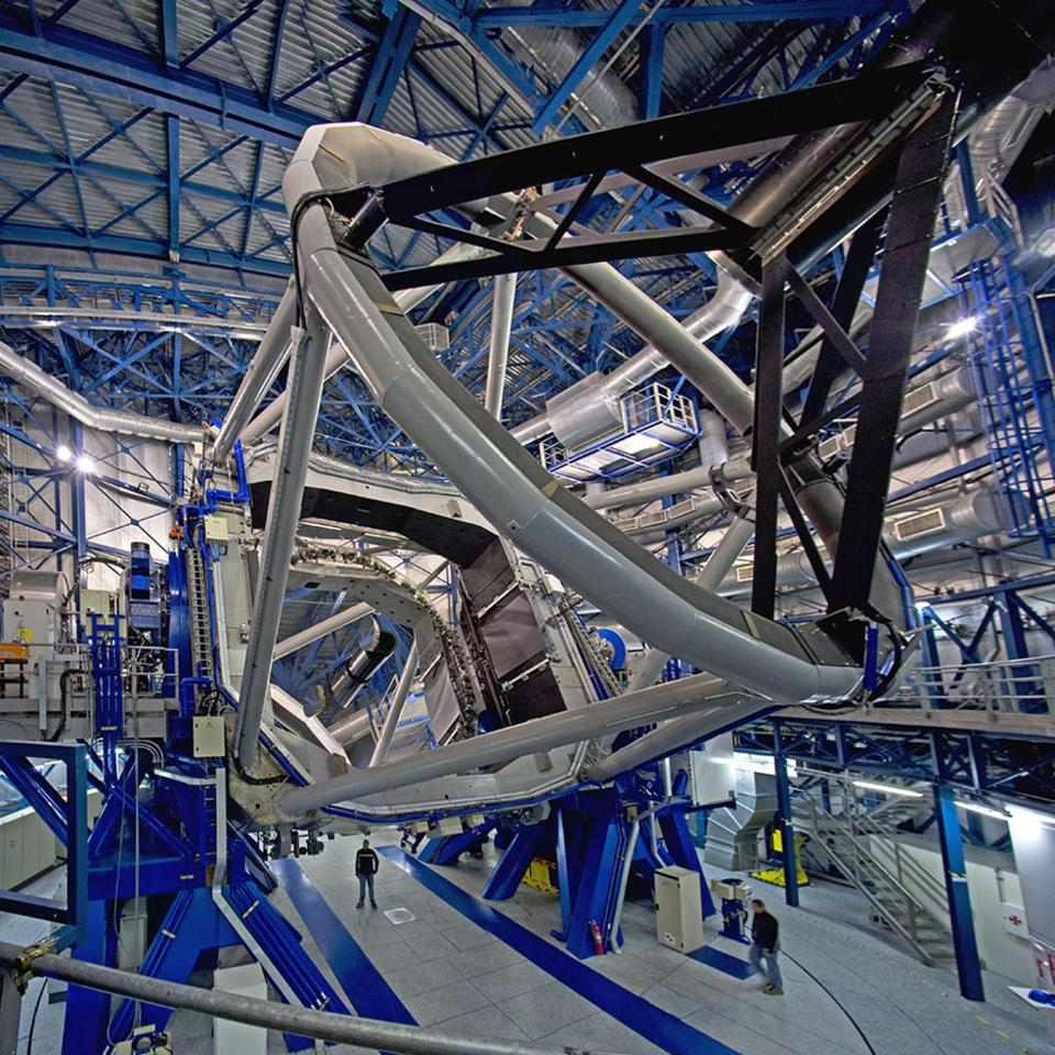 The ESO's Very Large Telescope (VLT) contains a new imaging instrument on it: SPHERE.