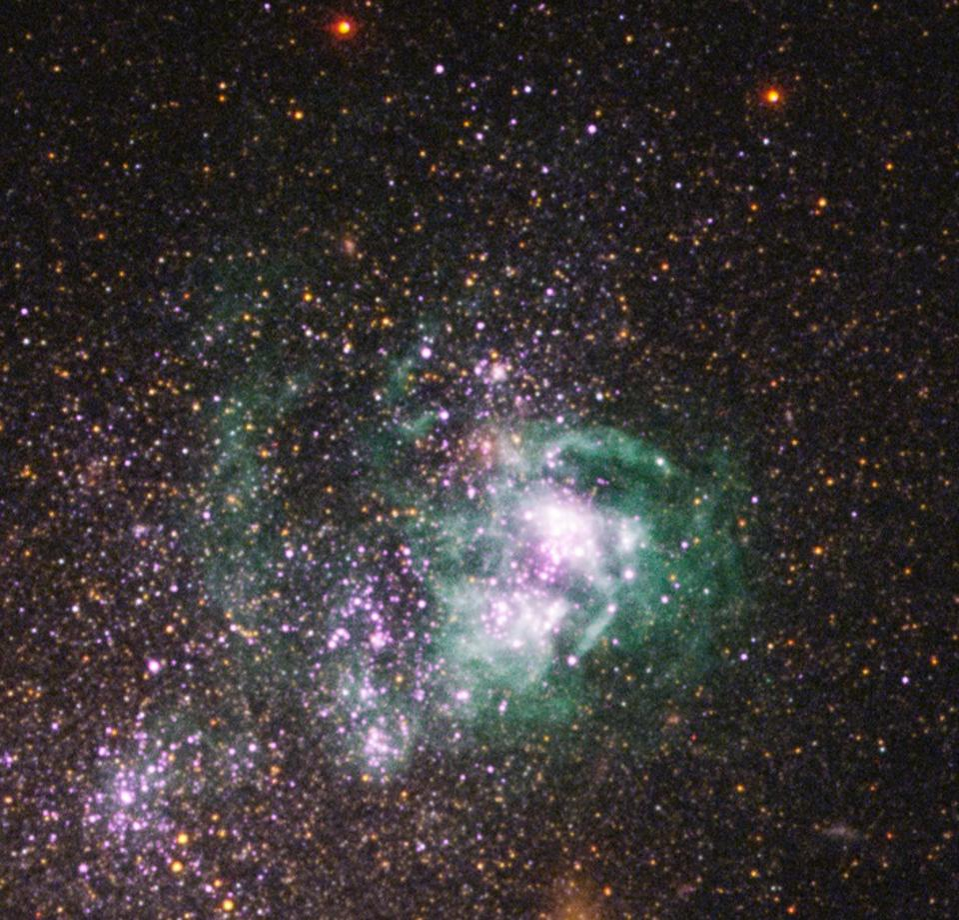 Die Zwerggalaxie UGCA 281 zeigt, dass Gas aufgrund von Sternwinden junger Sterne ausgestoßen wird.