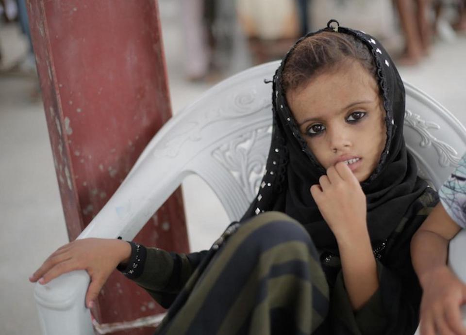 A child waits as UNICEF-supported emergency humanitarian supplies are distributed in Hodeida, Yemen in June 2018.
