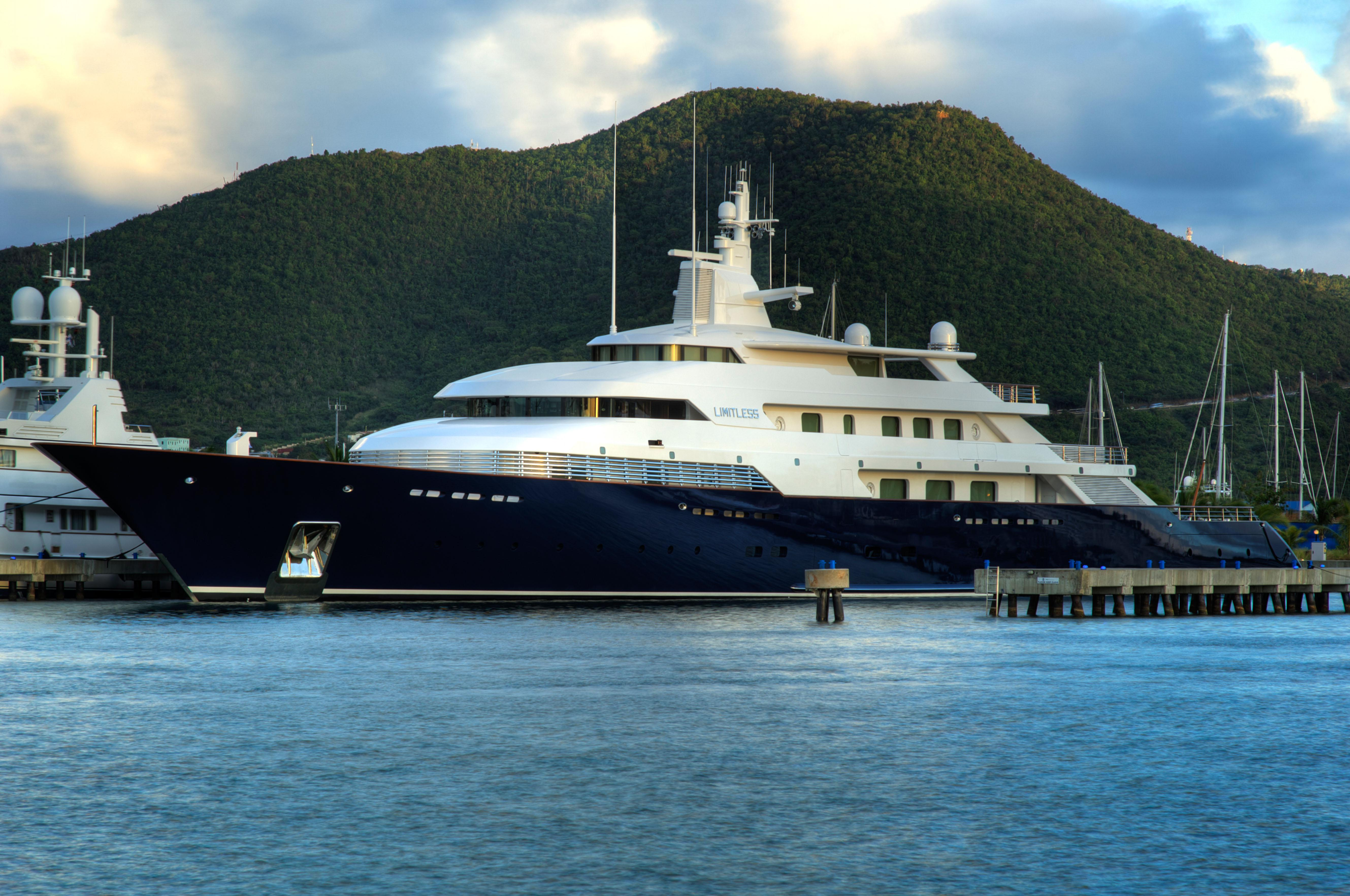 Billionaires On The Sea