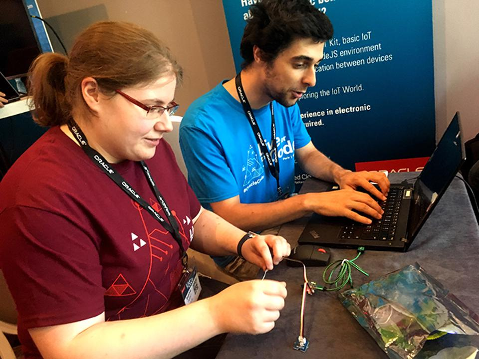 42 students Sophie Tarrit and Paul Guillot volunteering in the IoT booth at Oracle Code Paris this year.