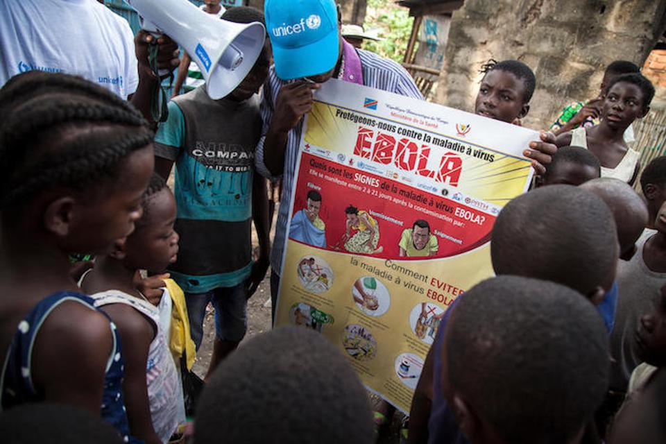 A UNICEF-supported social mobilizer  addresses a group of children about how to avoid contracting Ebola in central Mbandaka, the capital of Equateur Province.