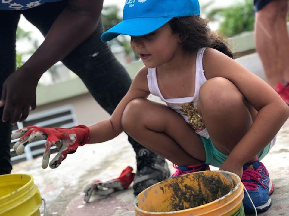 Kayli, 6, helped student volunteers dopost-hurricane roof repairs in Guaynabo, Puerto Rico.