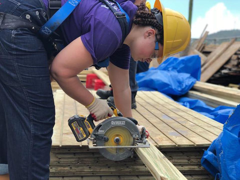 CUNY student Sadie Foster is one of 500 college students volunteering in Puerto Rico this summer to help repair roofs on homes damaged during Hurricane Maria as part of a UNICEF USA-supported recovery effort in partnership with New York State.