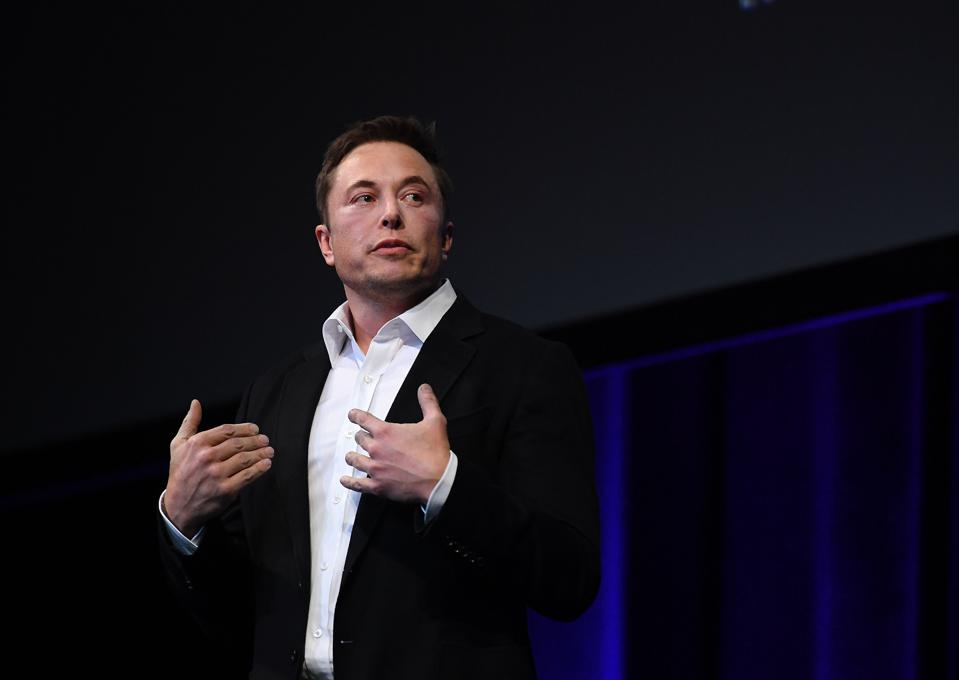 Elon Musk Presents SpaceX Plans to Colonize Mars