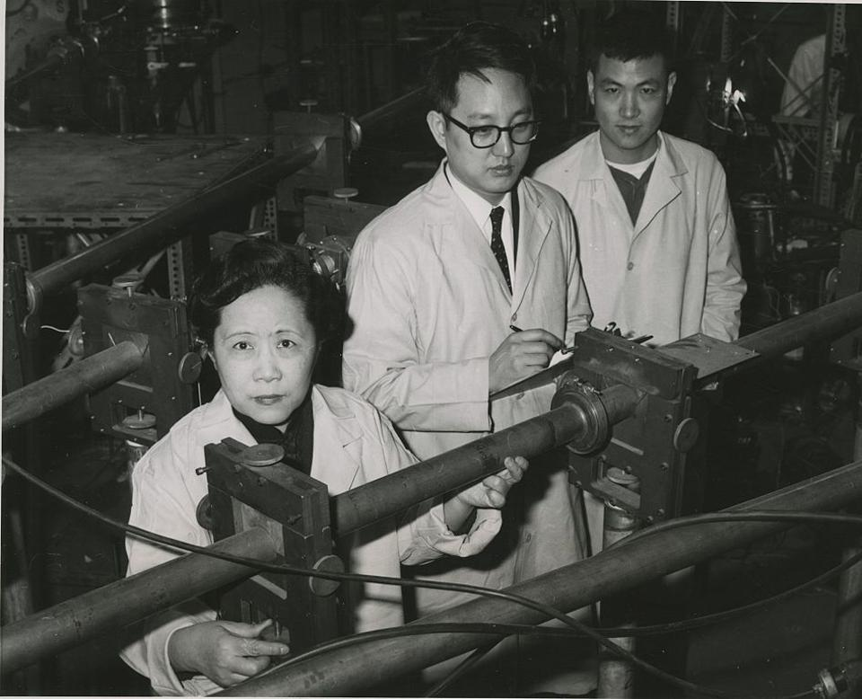 Chien-Shiung Wu, with collaborators at Columbia University, in her lab.