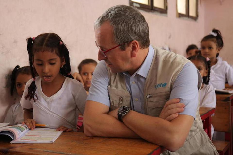 A girl reads to UNICEF Regional Director for Middle East and North Africa Geert Cappelaere at the Ibn Zaidoon School in Aden, Yemen on December 4, 2018.