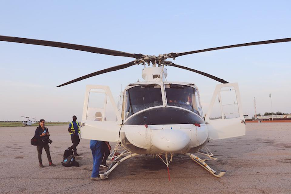 UNICEFi ämmaemandad reisivad kopteritel Kirde-Nigeeria kaugematesse kohtadesse osana ulatuslikumatest jõupingutustest ema ja vastsündinu tervise parandamiseks piirkonnas.