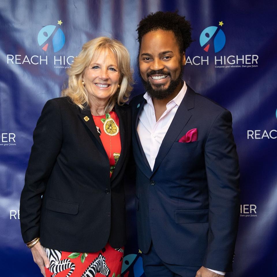 Dr. Jill Biden a 2019 ASCA školský poradca roka Brian Coleman