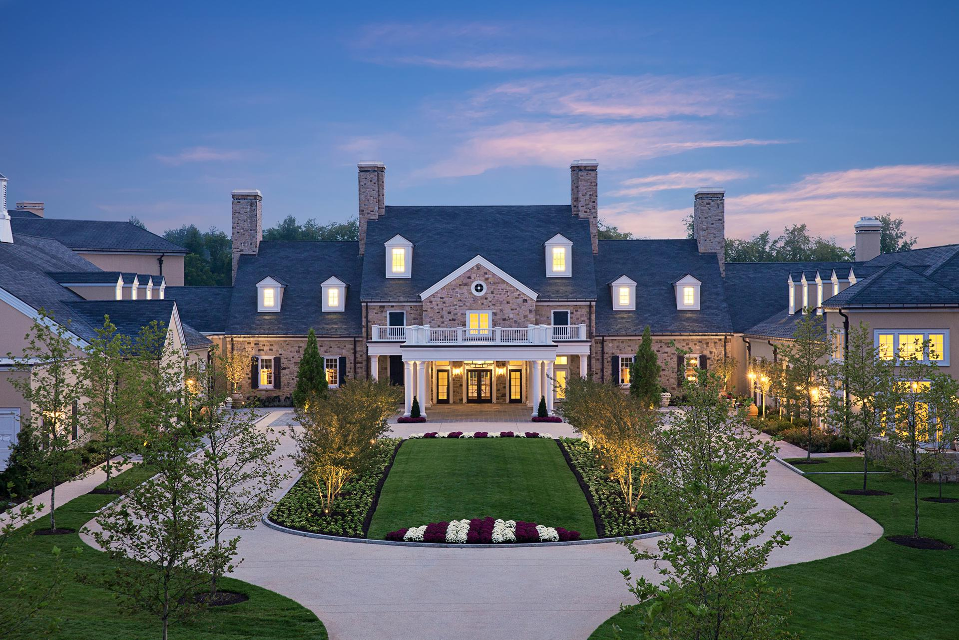 Located on 340 scenic acres in the heart of Virginia's horse and wine country, Salamander Resort & Spa has 168 well-appointed rooms spread across four floors, with each level themed by season.