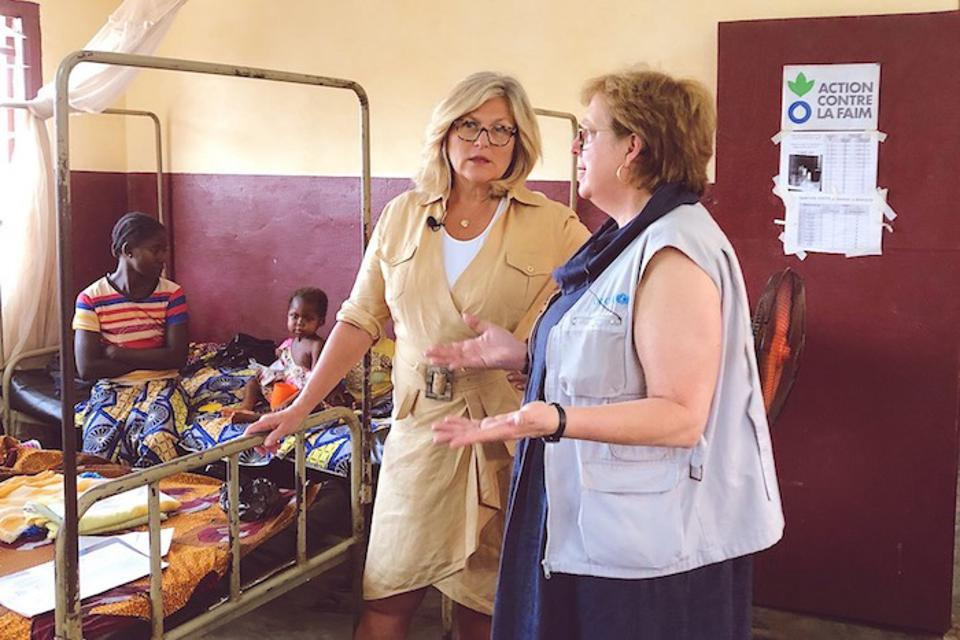 UNICEF USA President and CEO Caryl M. Stern (right) and NBC News correspondent Cynthia McFadden recently visited CAR, where UNICEF and partners are on the front lines of the crisis.