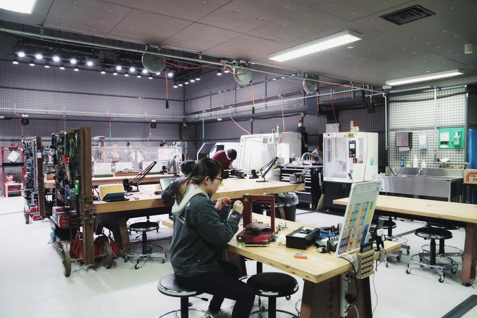A workshop at DMM.make AKIBA features tools such as 3D printers and numerical control machine tools.