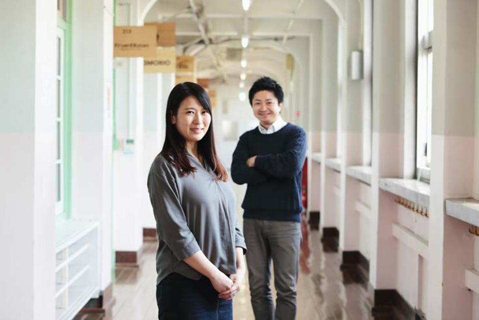 Akiyo Hamamoto of Fukuoka Growth Next, left, and Junichi Anazawa of Fukuoka City Startup Café pose at Daimyo Elementary School