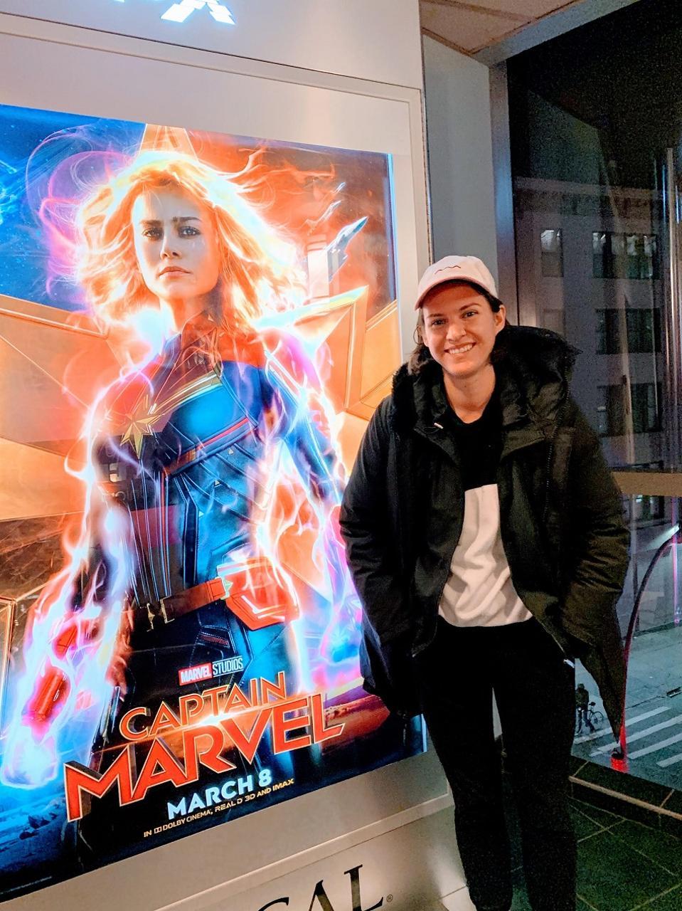 Alyssa Klein avec Captain Marvel