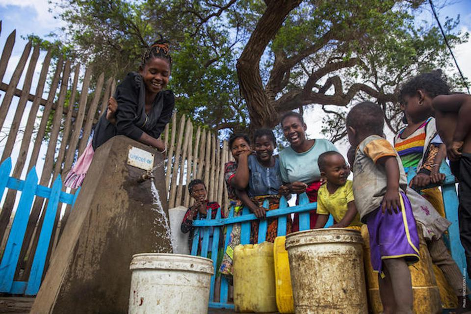 In southern Madagascar, UNICEF and partners have renovated eight pumping stations and equipped them with solar panels, and expanded the Ampotaka pipeline to benefit more than 40,000 people.