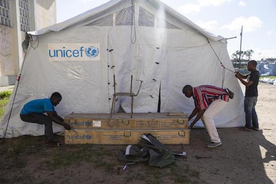 UNICEF on loonud peatuspaika Samora Micheli keskkoolis Beiras, Mosambiigis, mis toimib kohalike elanike jaoks, kes on kõik kaotanud.