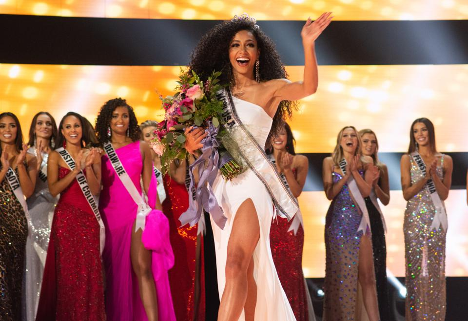 Cheslie Kryst is crowned 2019 Miss USA.