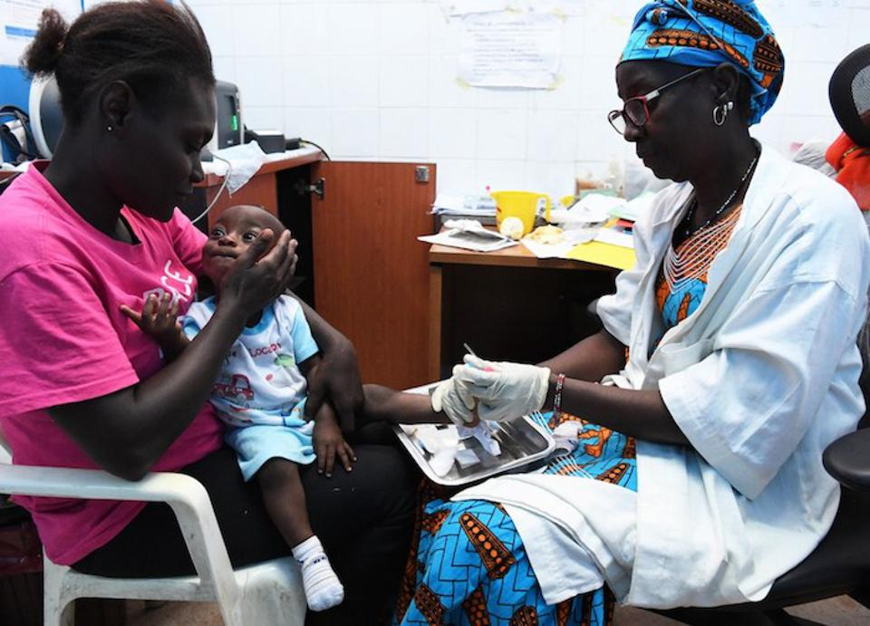 A clinician tests a baby for HIV at a UNICEF-supported hospital in Port Bouet, a suburb of Abidjan, Côte d'Ivoire.