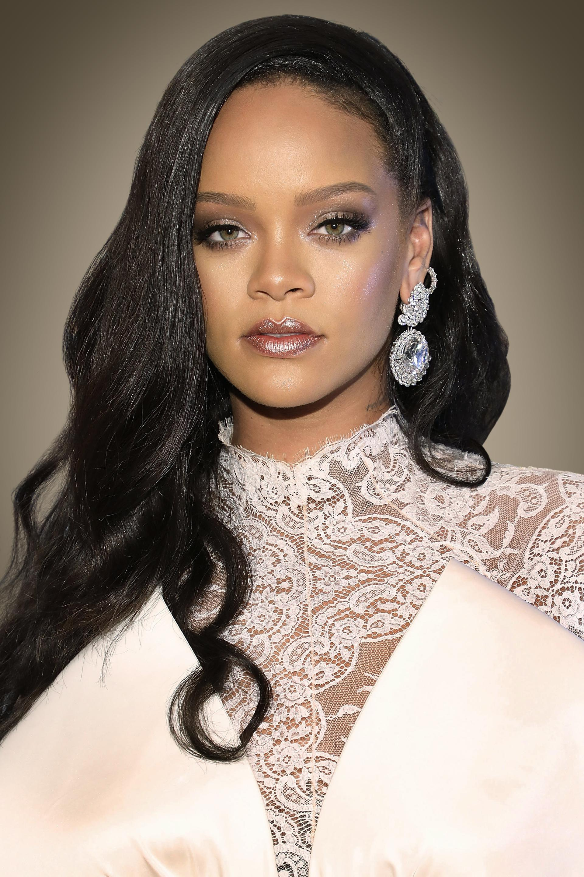 The evolution of the style of Rihanna. Page 1