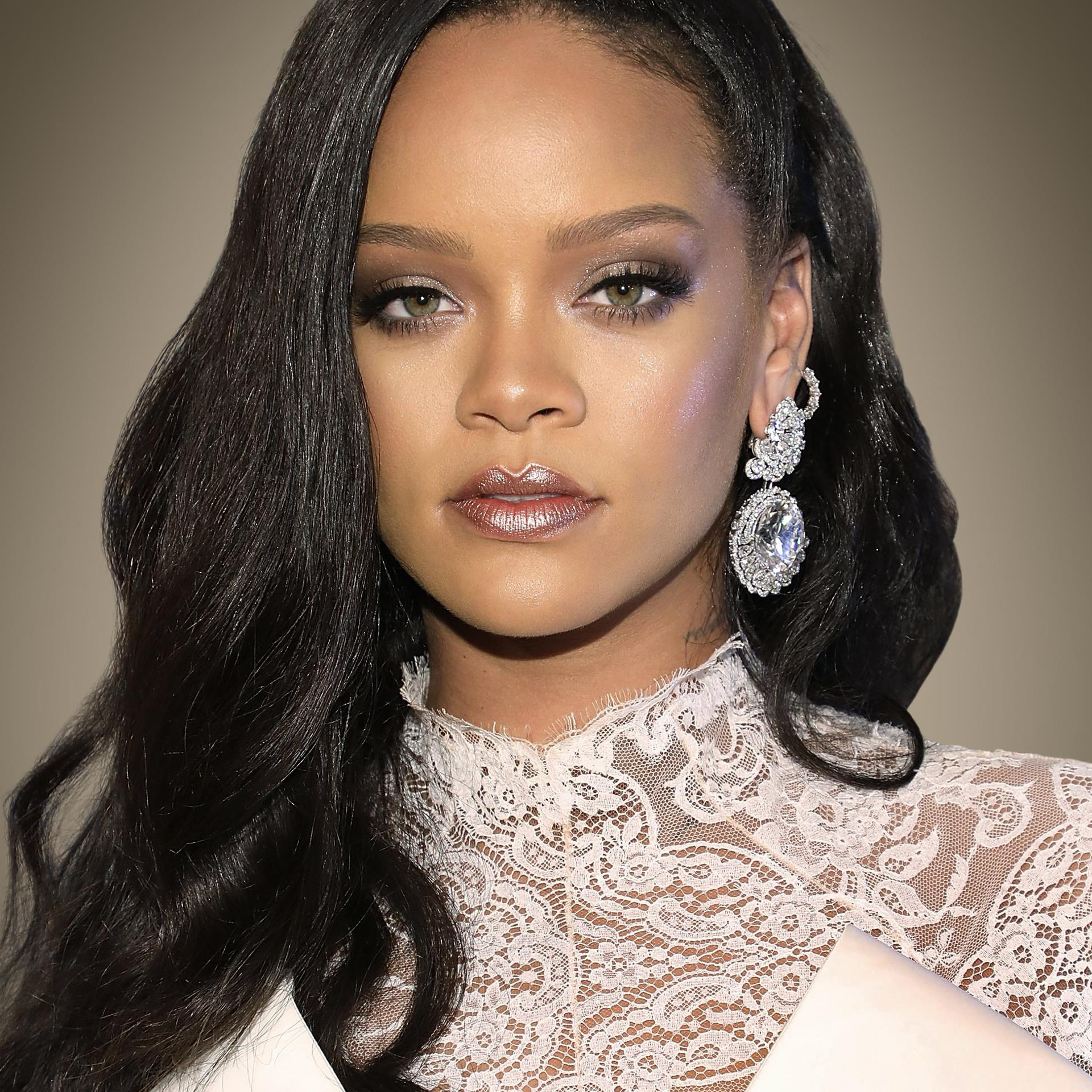 who is rihanna with now