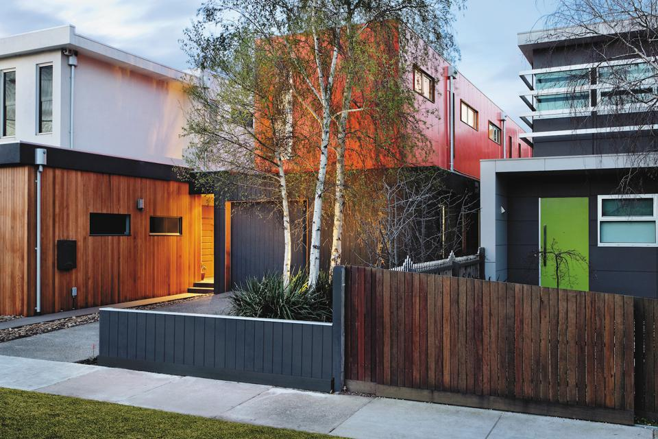 The Elsternwick modular house in Melbourne, Australia was built with a steel frame and structural Insulated Panels by Modscape.