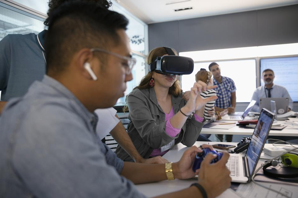 More widespread use of groundbreaking technologies like augmented and virtual reality in the modern workplace is expected with the rollout of next-generation mobile networks.