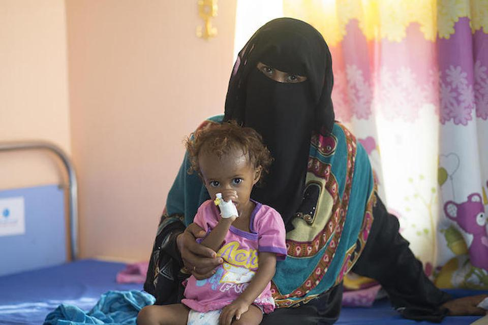 When 16-month-old Saba's weight dropped below 13 pounds, Ashwaq Al-Raei brought her to the UNICEF-supported Al-Zaidiah Therapeutic Feeding Center in Hudaydah, Yemen.