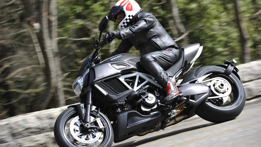 Six Ways To Stay Safer While Riding A Motorcycle Alone
