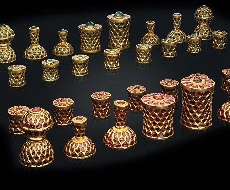 Lot-208_A-Gem-Set-Gold-Chess-Set