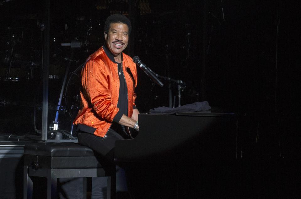 Lionel Richie performs during the