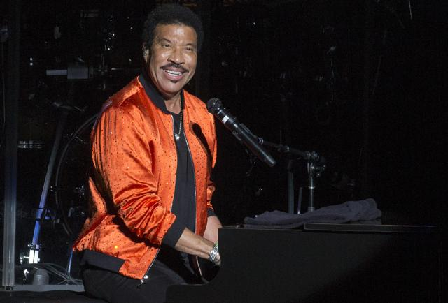 Lionel Richie Celebrates 70th Birthday With Fan Club, High School Class On Stage In Chicago