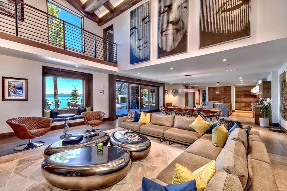 Villa Harrah living room