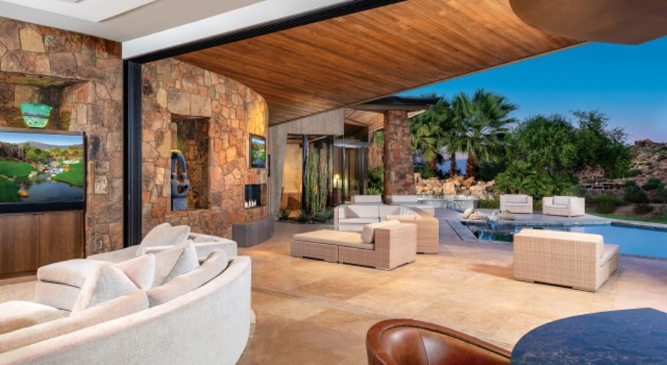 BIGHORN is all about the indoor-outdoor desert living