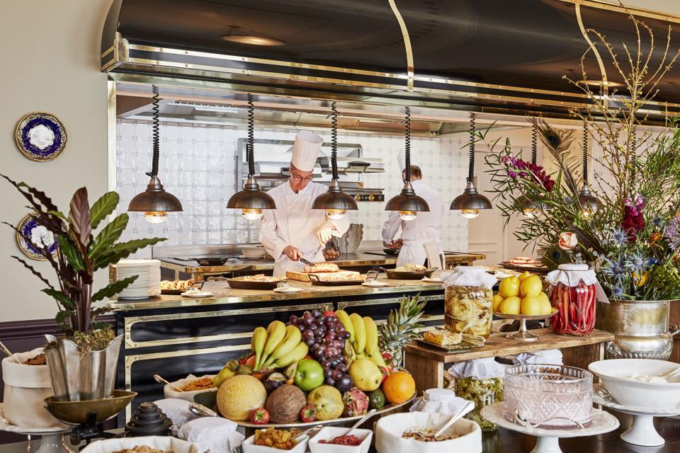 An extensive breakfast buffet is served in the elegant Strathearn.