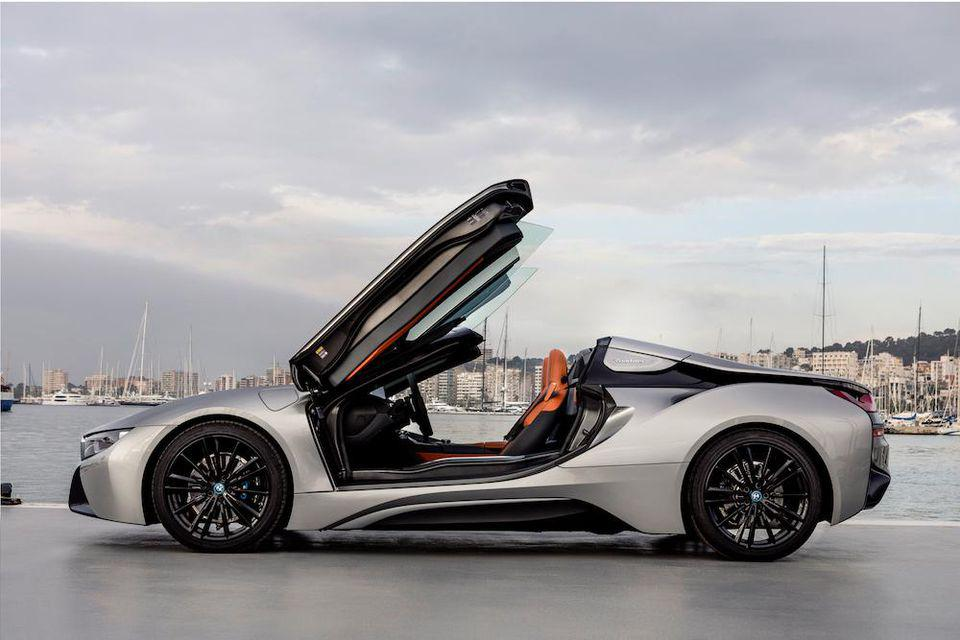 BMW showed the possibilities of design when working with i8 Roadster
