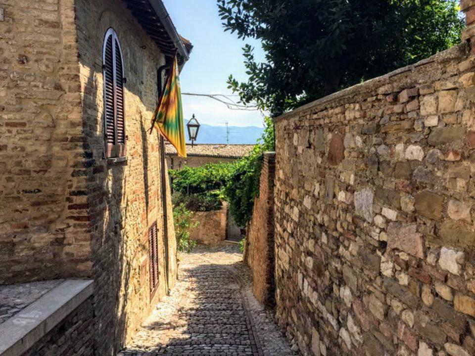 An alleyway in Montefalco in Umbria
