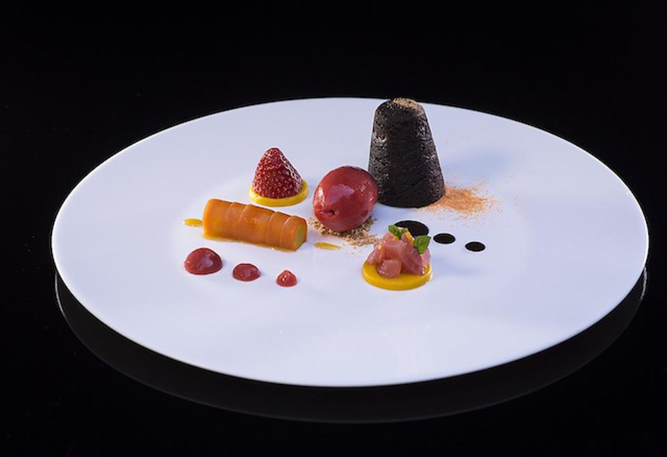 This year, chef Donato Episcopo (Follina) created this dessert, ″Pensiero d'amore″ (love thought)