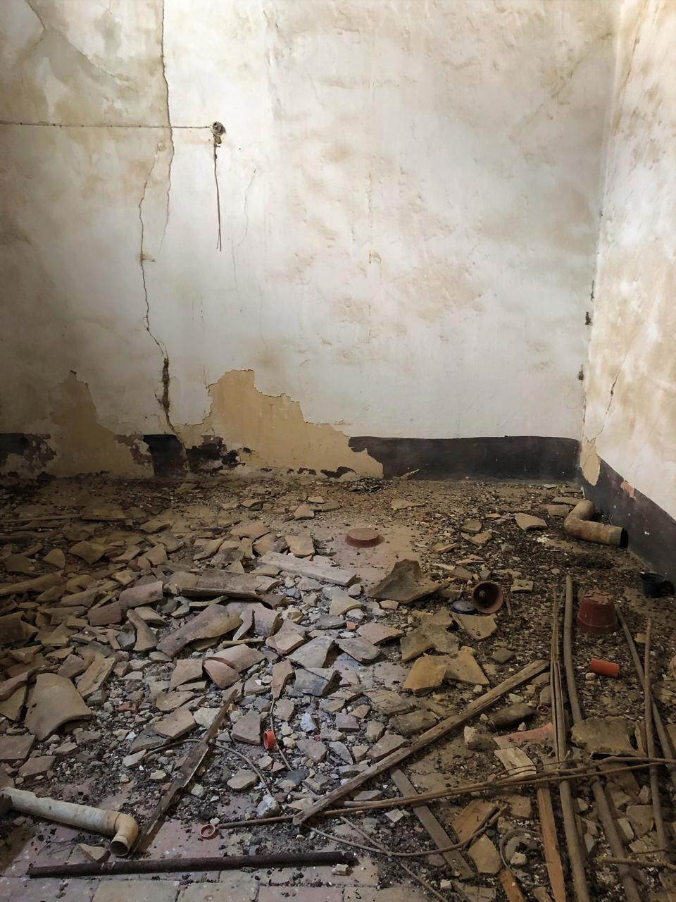 Interior of a 1 Euro house in Sambuca, Sicily, Meredith Tabbone