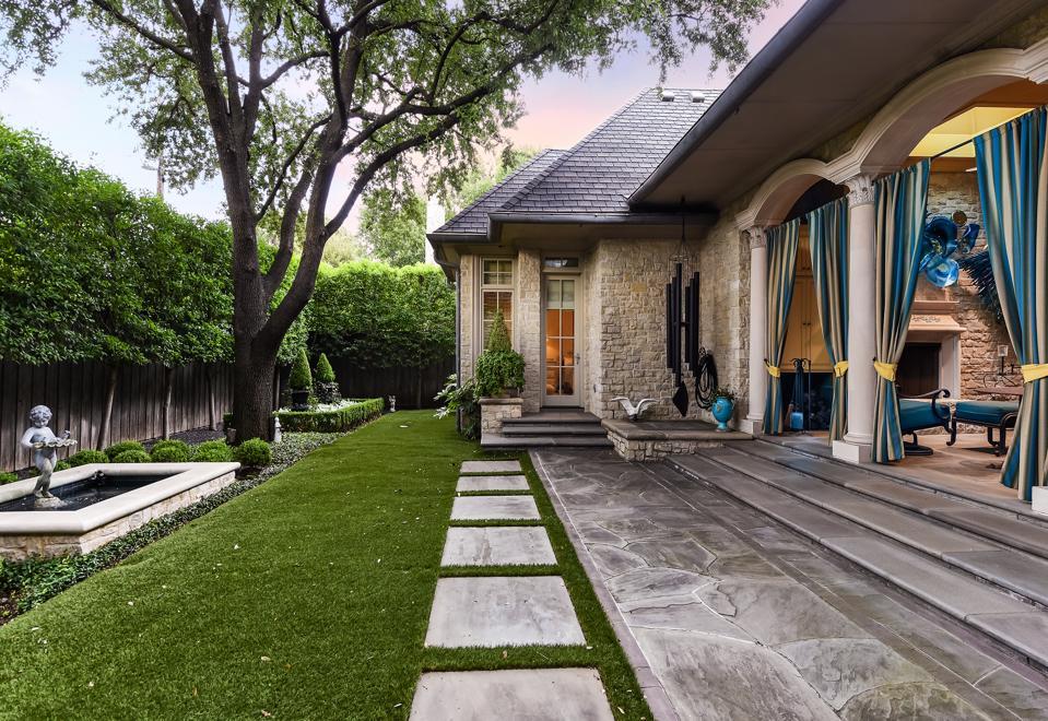 6507 Lakehurst Avenue in Dallas Texas
