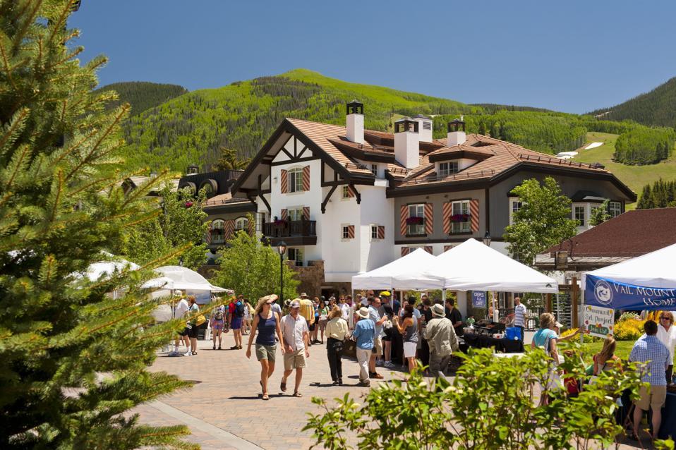 Được biết đến chủ yếu để trượt tuyết, Vail chào đón những du khách sành điệu quanh năm.