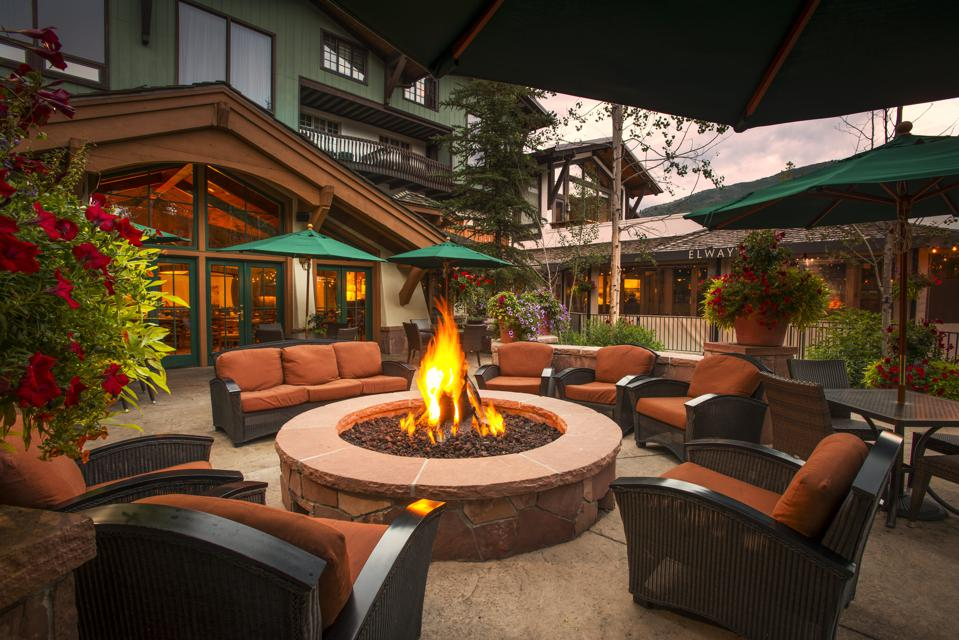 The The Lodge at Vail offers a luxurious outdoor setting.